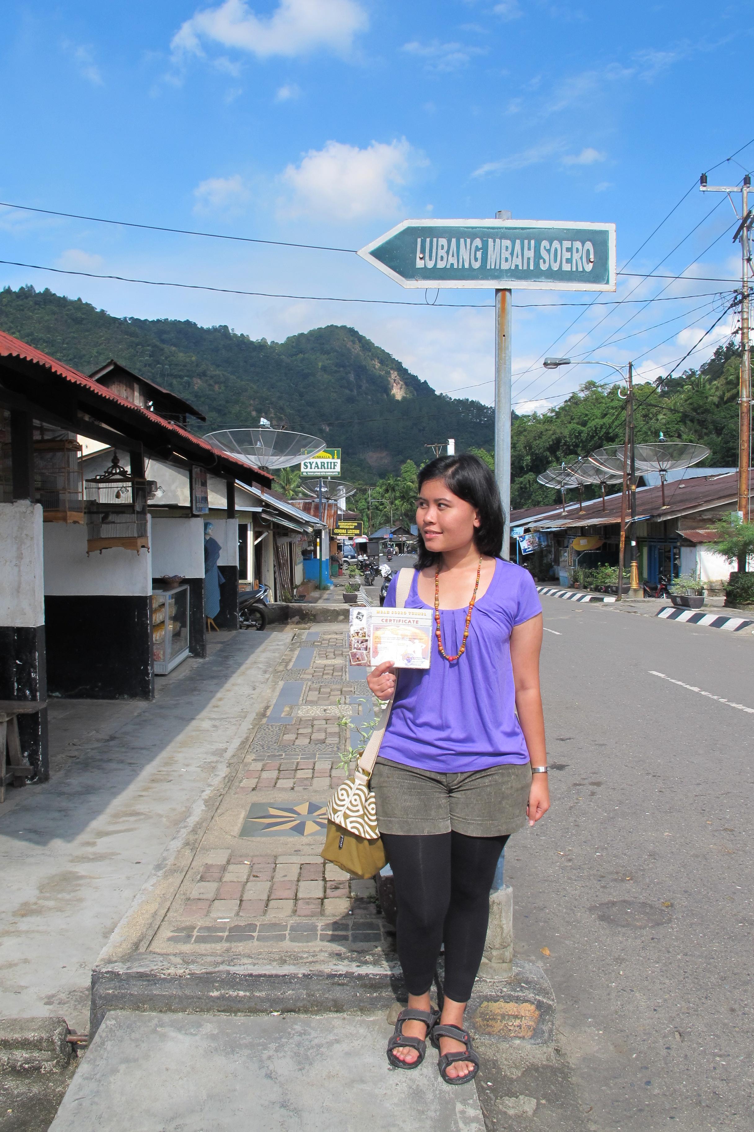 Salah satu jalan utama di Sawah Lunto. Sepi ya? : ))
