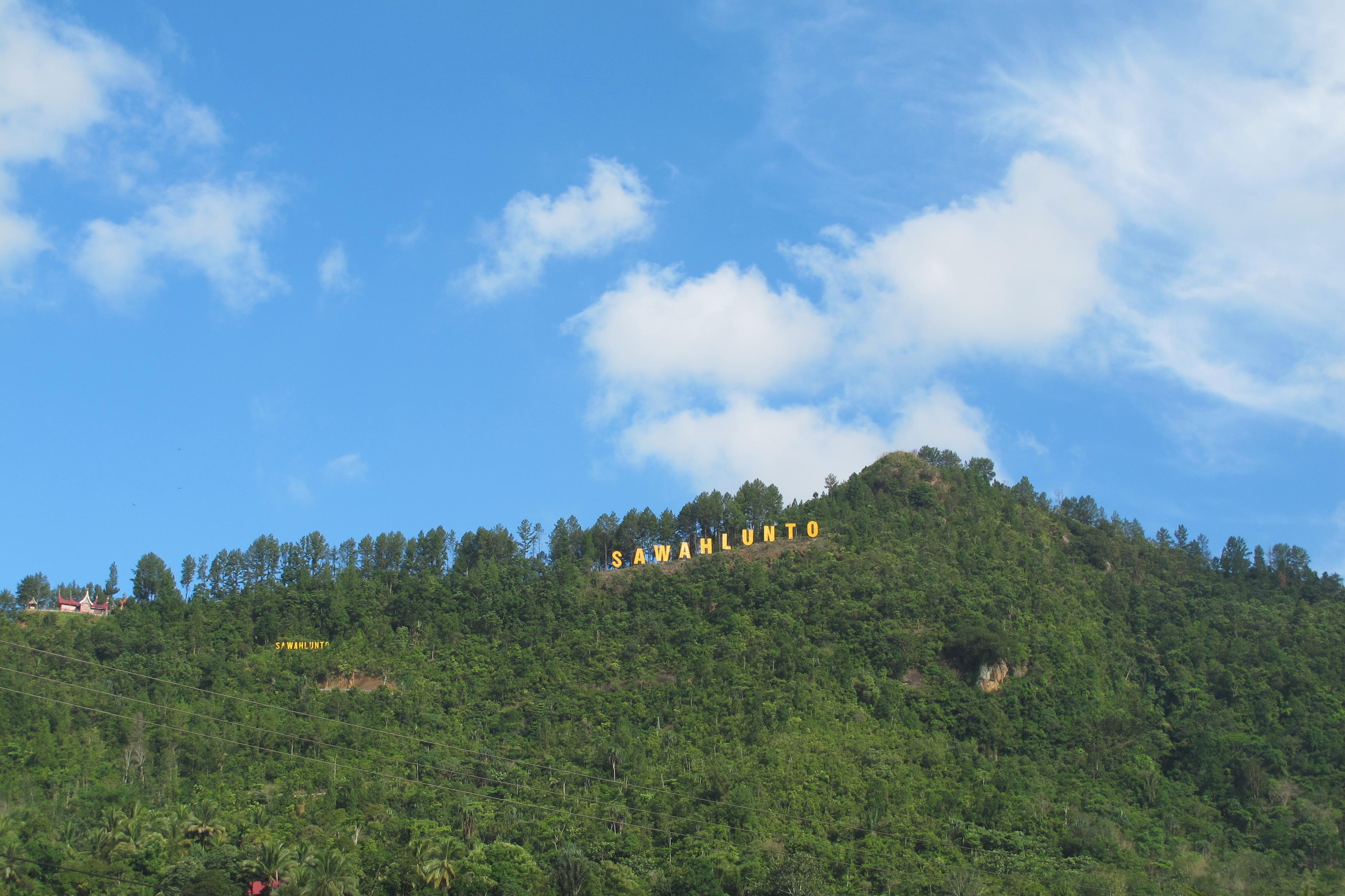 Tulisan Sawah Lunto di bukit